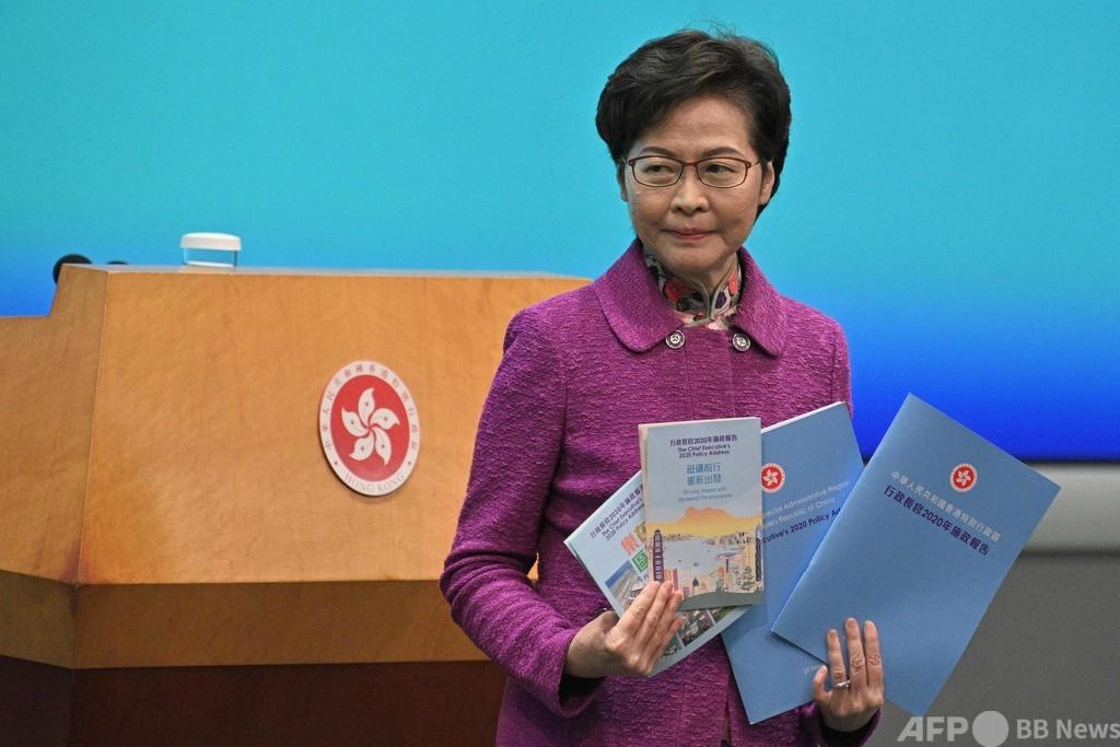 香港長官「自宅に現金の山」 米制裁で口座が使えない生活告白