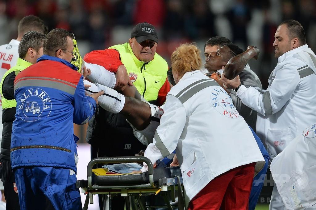 26歳のカメルーン代表選手、ピッチ上で突然倒れ死亡