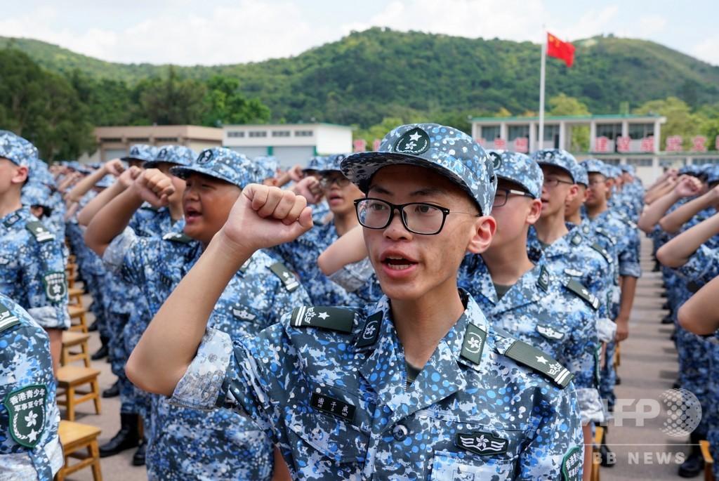 生徒600人が参加、人民解放軍のミリタリーサマーキャンプ 香港