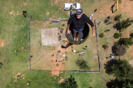 柱の上で2か月超も生活…自らのギネス記録を更新へ 南アフリカ