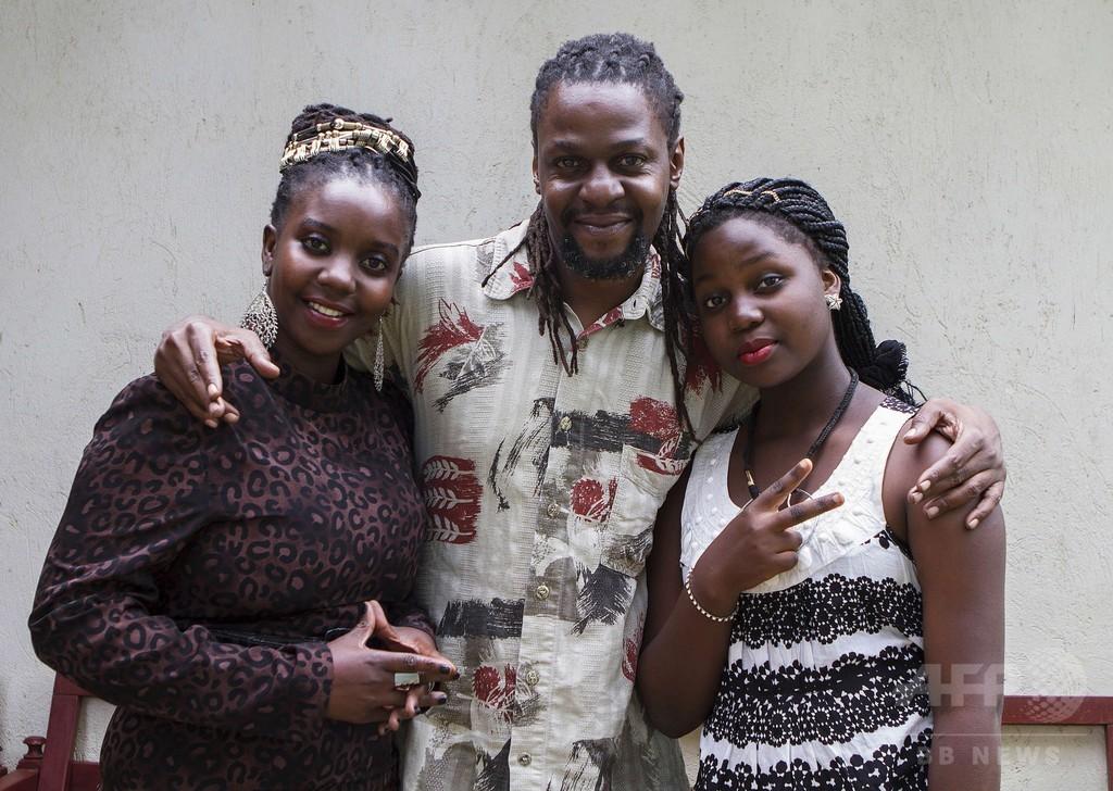 ラップ風ニュース番組、汚職問題にも鋭く迫る ウガンダ