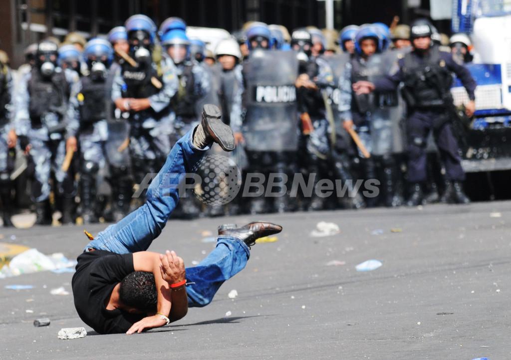 セラヤ氏支持の抗議拡大、衝突で2人死亡 ホンジュラス