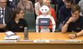 ペッパー、英議会に出席 初のロボット証言