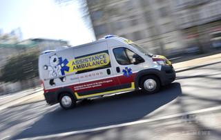 救急車呼んだ女性、相手にされず死亡 フランス社会に怒り広がる