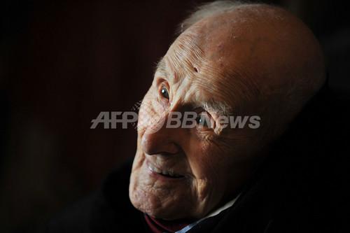 世界最高齢の男性が死去、113歳