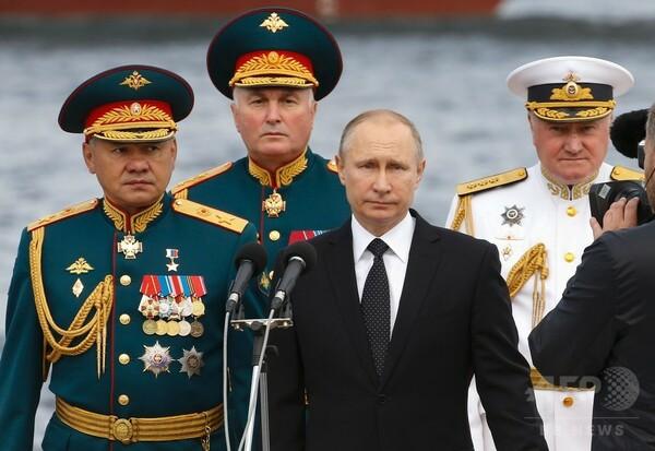 ロシア、海軍力を誇示する大規模な観閲式 プーチン大統領が出席