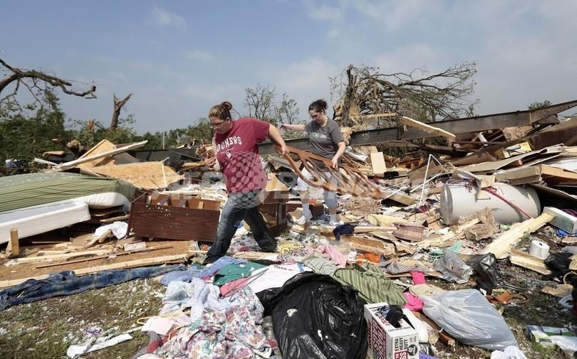米オクラホマ、巨大竜巻で壊滅的...