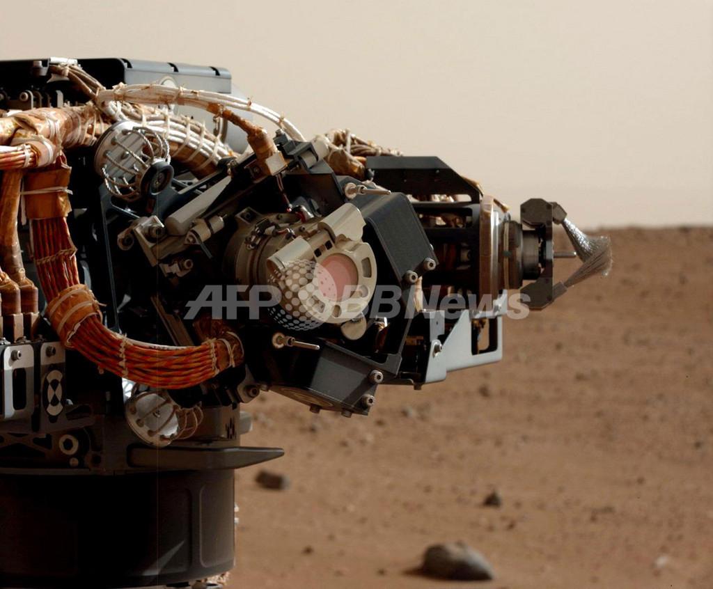 火星探査車のMAHLIカメラ、防塵カバー外した鮮明画像が公開