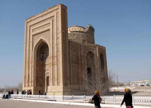 ベールに包まれたトルクメニスタンのシルクロード遺産