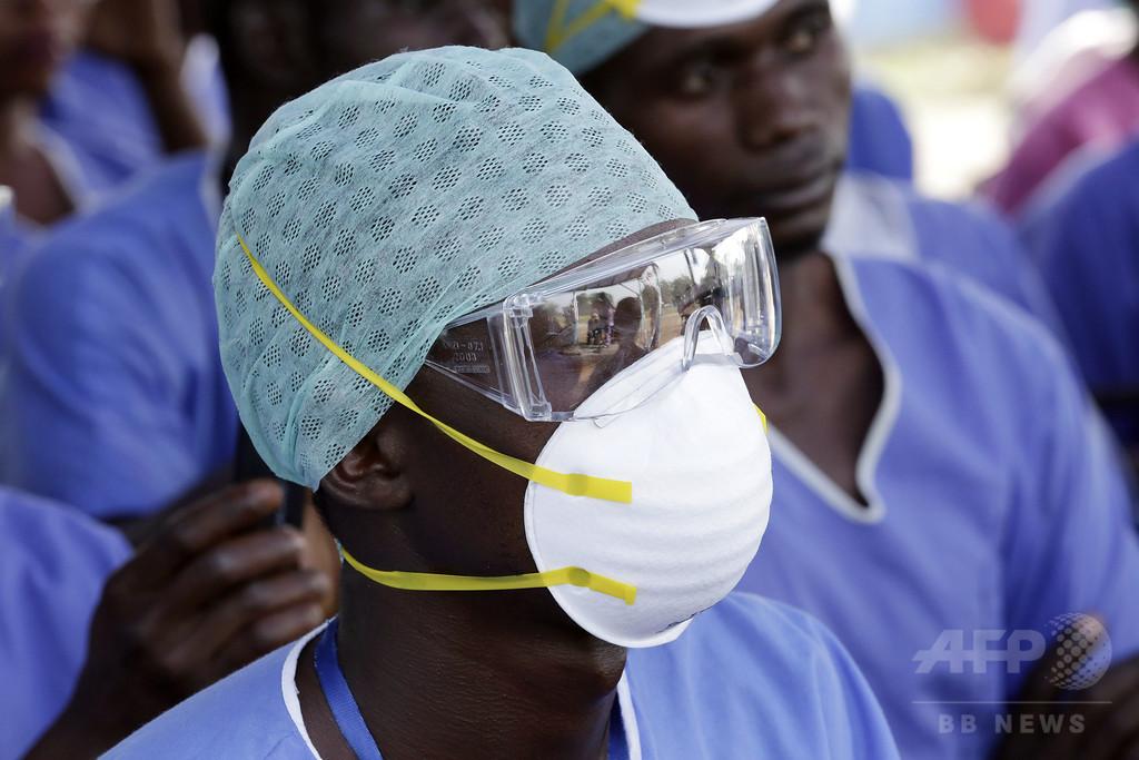 シエラレオネ北部、エボラ対策で5日間「閉鎖」 クリスマスの例外も