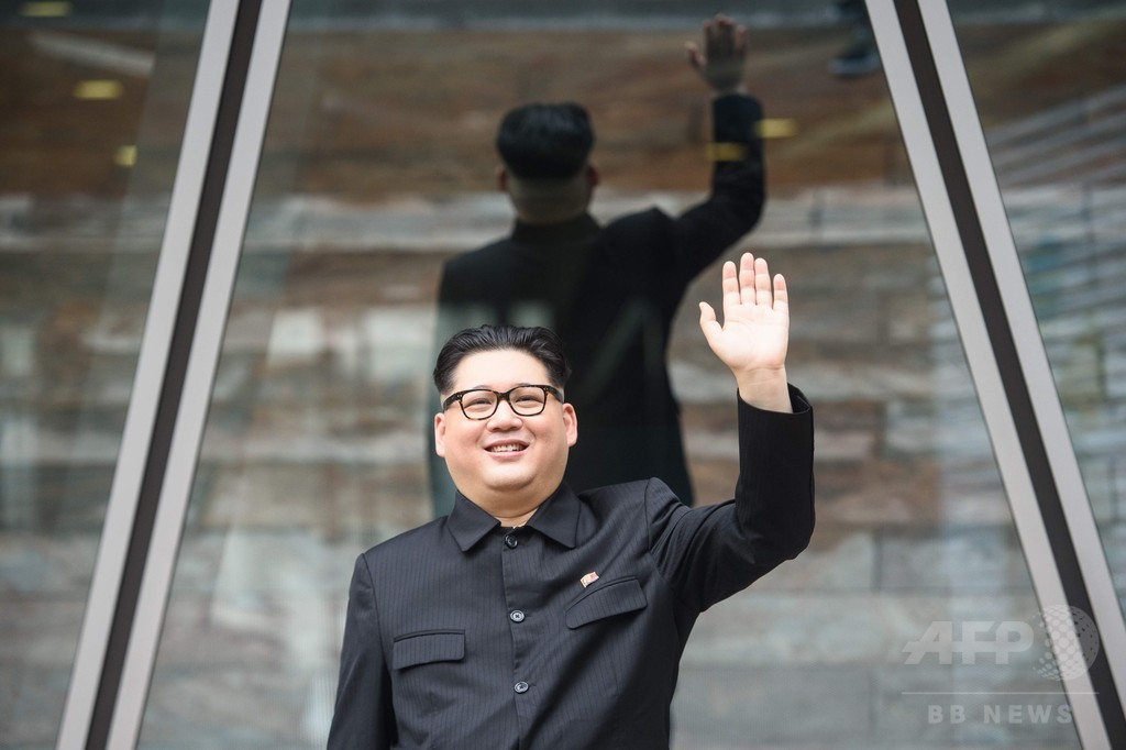 金正恩氏のそっくりさん、「首脳会談」に向け準備進める
