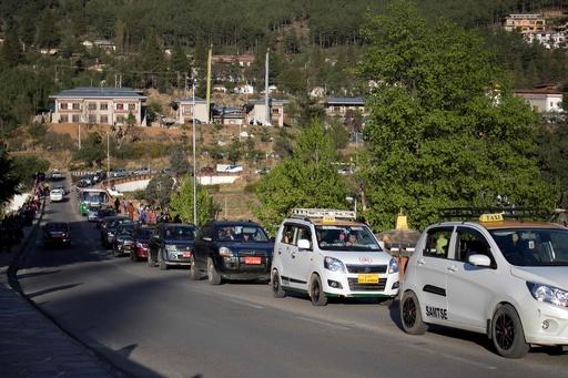 交通渋滞で幸福度低下? 経済発展で環境への影響も ブータン