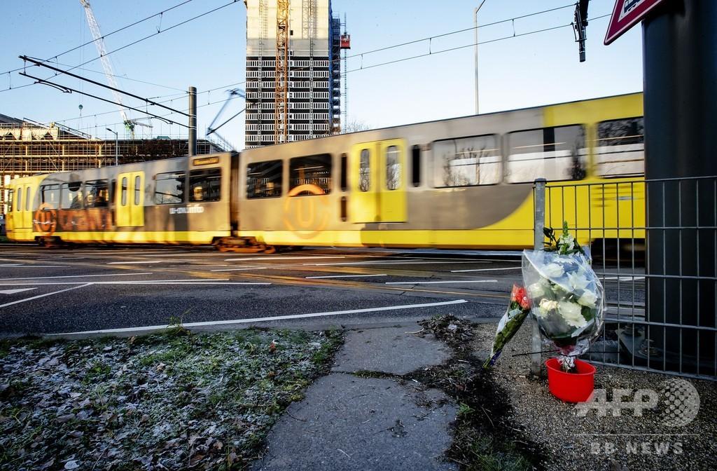 オランダ銃撃、容疑者の車から手紙 「テロ」との見方強まる