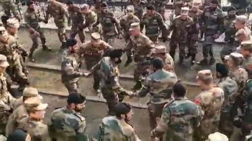 動画:中国とインドの兵士ら意気投合? 合同演習でダンス 映像公開
