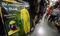 ハロウィーン直前、今年は防護服の衣装も エボラ意識? 米国
