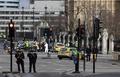英国会近くで襲撃、3人死亡30人負傷 「イスラム主義者のテロ」か