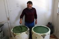 ラクダの食肉処理にせっけん作り…シリアに息づく人々の日常