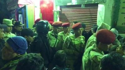 動画:カイロ旧市街で男が自爆、警官3人死亡 エジプト