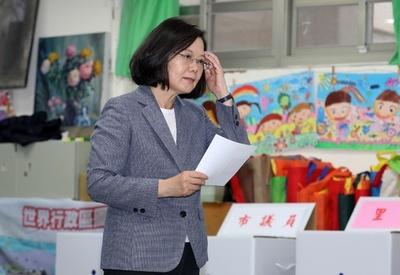 台湾・蔡総統、党主席を辞任 与党の選挙大敗で引責
