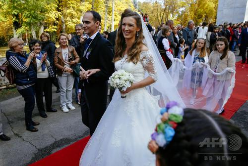 旧ユーゴスラビア王家の「王子」、ひっそりと結婚式