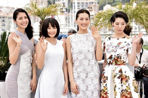 【写真特集】『海街diary』上映、綾瀬さんらレッドカーペットに カンヌ