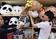 動画:「着ぐるみスクール」で特訓、子ども人気の陰で 東京