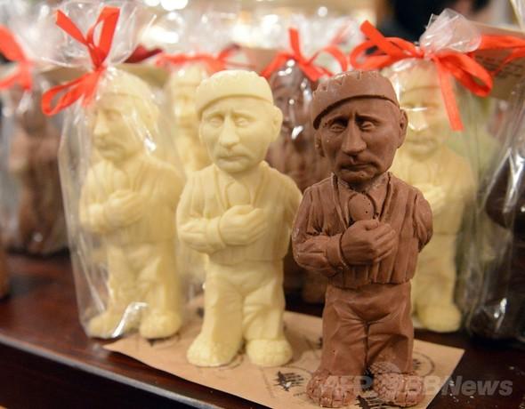 プーチン露大統領を頭からガブリ!ウクライナで人気のチョコ