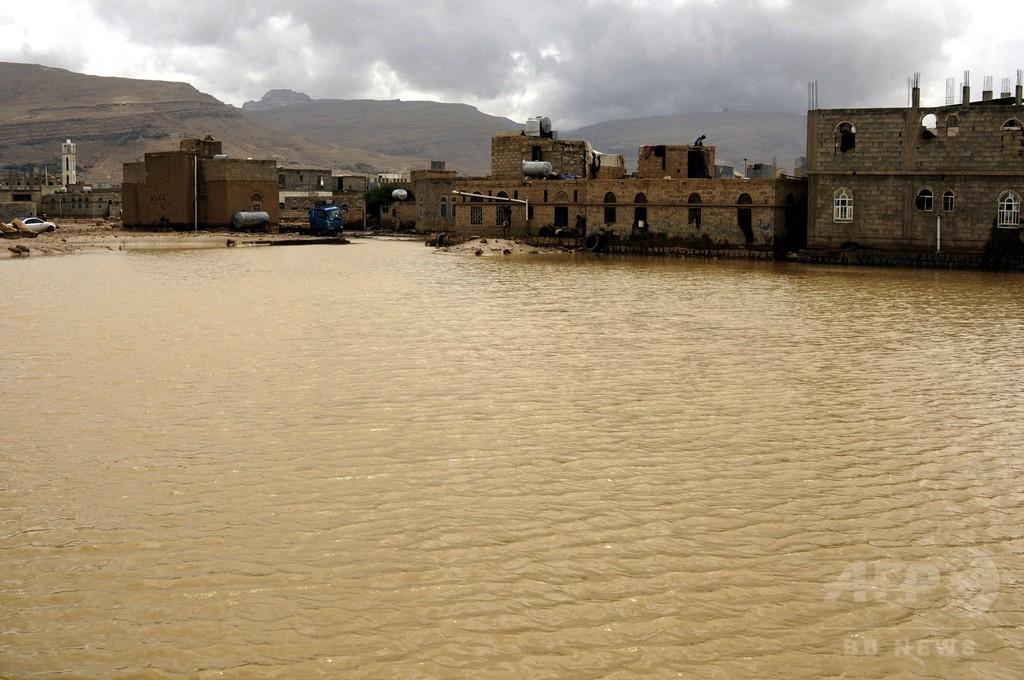 サウジとイエメンで豪雨1週間、死者42人 ダム決壊も