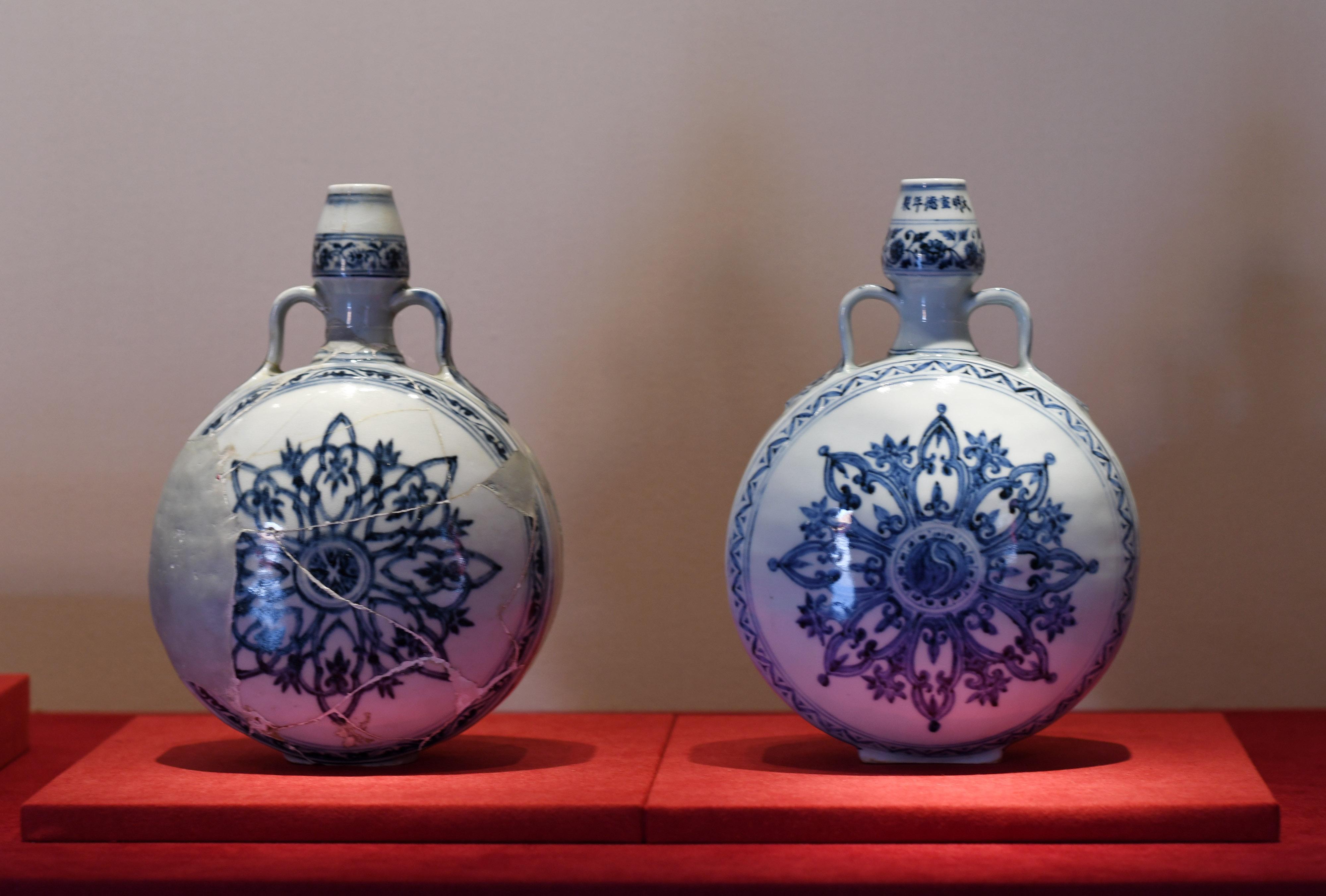 故宮博物院で館蔵品と景徳鎮出土磁器の比較展