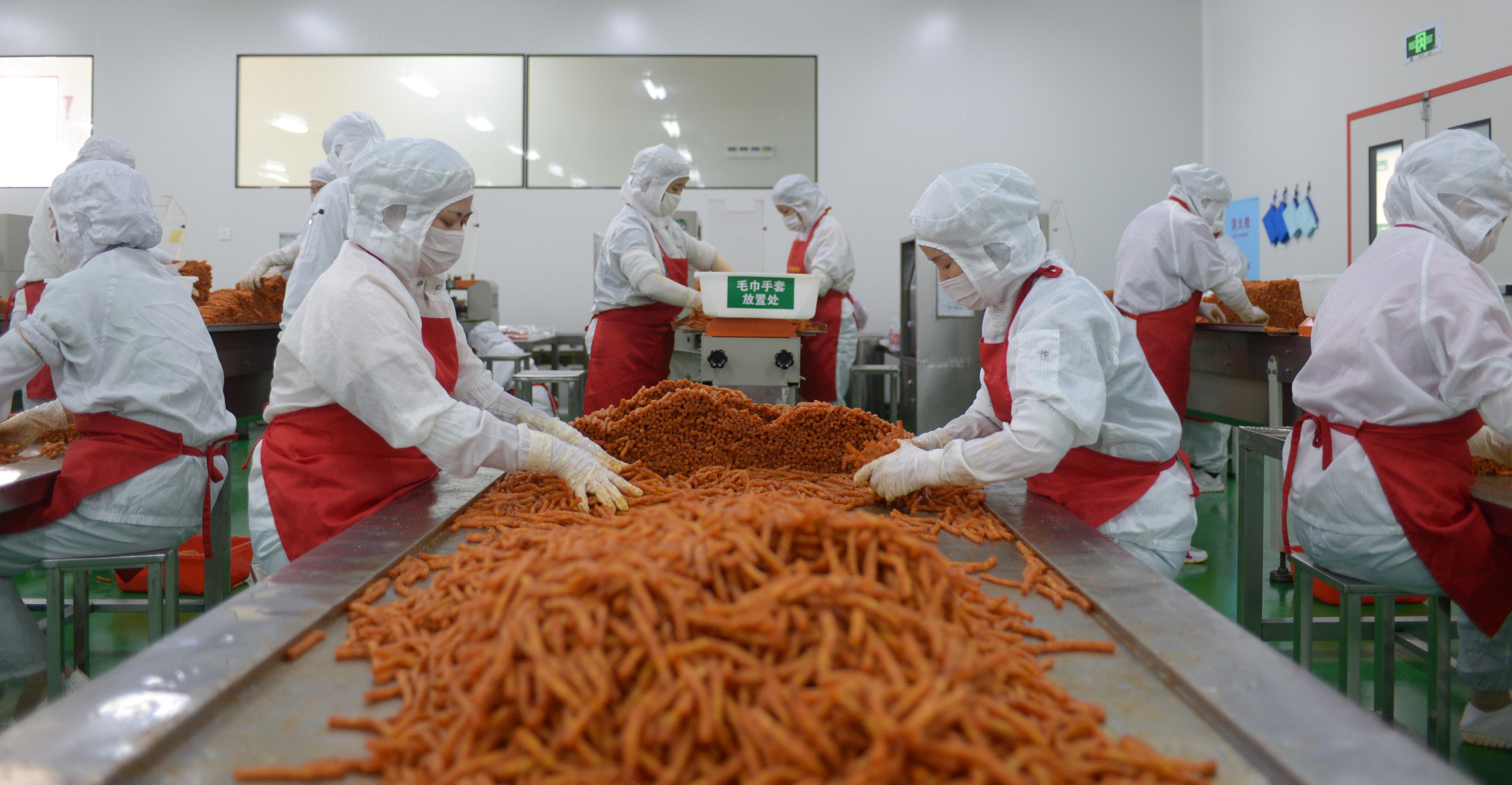 ピリ辛うまい! 中国で人気のおつまみ「辣条」 発祥は湖南省の平江県