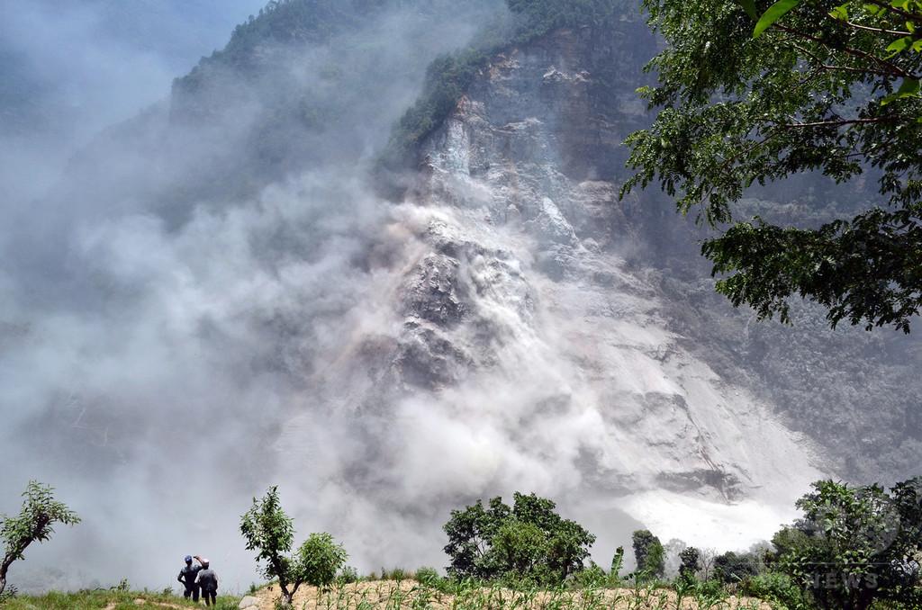 ネパール山間部で地滑り、土石流警戒で住民数千人が避難