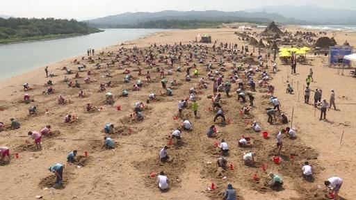 動画:「287人同時に砂の彫刻」 ギネス記録に認定 台湾