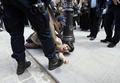 ノートルダム寺院でトップレスの抗議、仏パリ