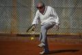 集団虐殺生き延びた100歳男性、今はテニスで人生を満喫