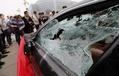 マセラティの高級車をボコボコに破壊、代理店サービスに立腹 中国