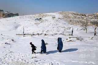 厳しい寒さで幼い子ども27人死亡、アフガニスタン北部