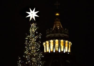 動画:バチカンのツリー点灯、キリスト降誕の再現も