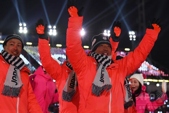 日本代表選手団が開会式に登場、...