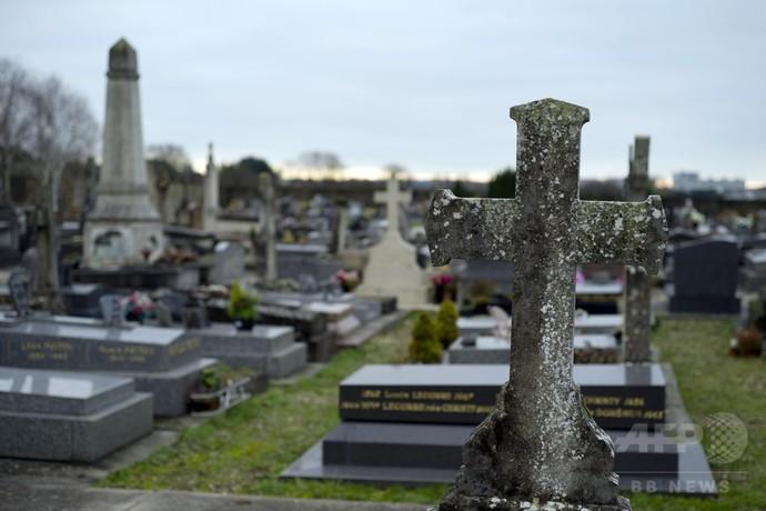ロマ人女児の埋葬を市長が拒否か、フランス全土に怒り広がる