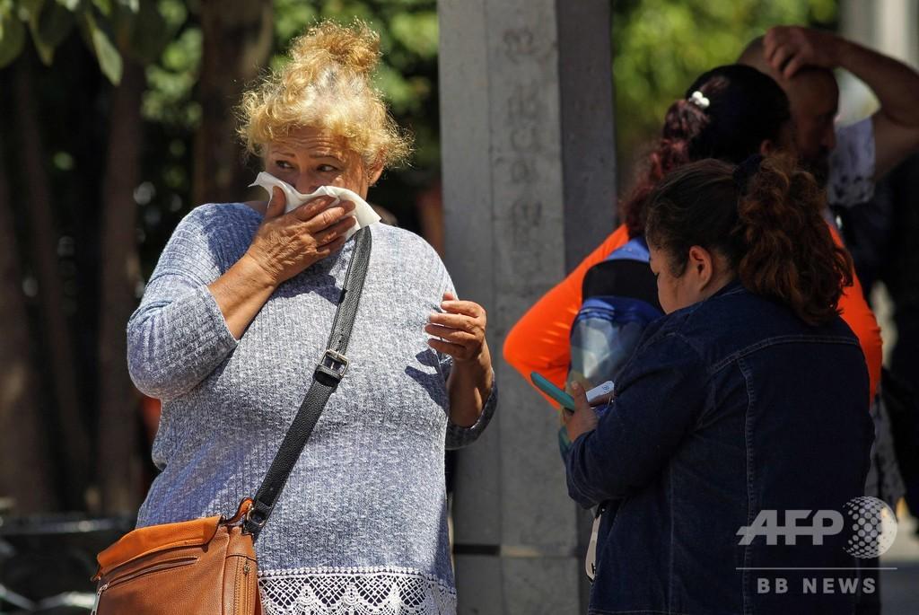 遺体満載で異臭騒ぎのトレーラー、メキシコ各地から行方不明者家族集まる