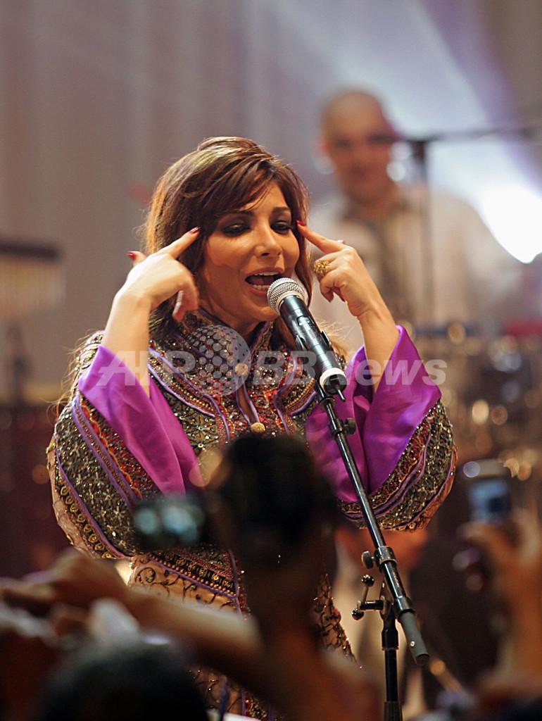 シリア人歌手のAssala Nasri、アルジェでラマダンを祝う音楽イベントに登場