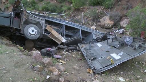 動画:チュニジアでバスが渓谷に転落、24人死亡18人負傷
