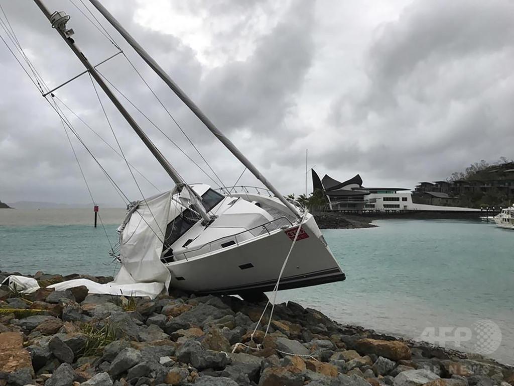 猛烈なサイクロン「デビー」、豪北東部で大きな被害
