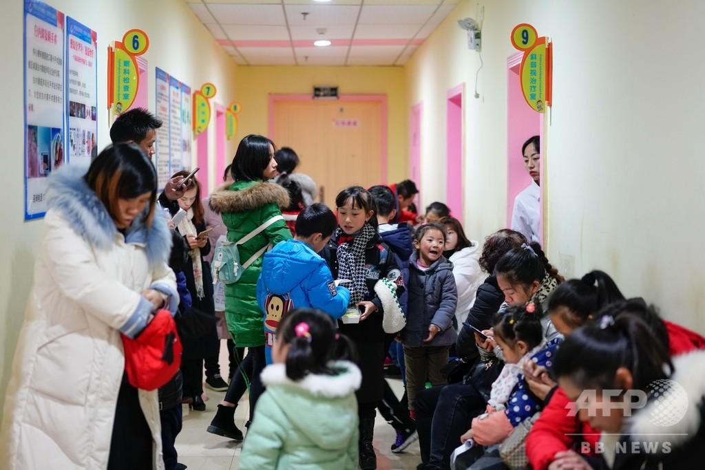 中国で近視が低年齢化 眼科で小学生が長蛇の列