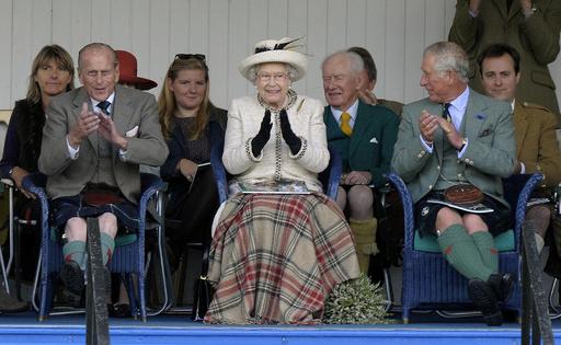 スコットランド独立否決で「女王はご満悦」、英首相が発言