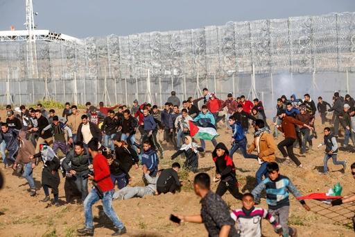 ガザ境界の抗議デモ、開始から1年で子ども40人死亡 ユニセフ