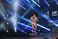 エアギター選手権、19歳日本人女性が優勝