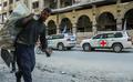 シリア東グータ、反体制派戦闘員の第一陣が退去 食料配布