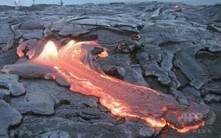 ハワイ島、溶岩流が住宅地に迫り非常事態宣言