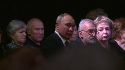 動画:プーチン氏批判の人権活動家、91歳で死去 葬儀にプーチン氏